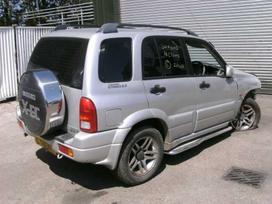 Suzuki Grand Vitara. Juodas odinis salonas