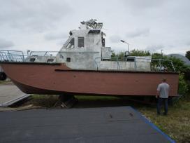 Laivas Škval jachtos / kateriai