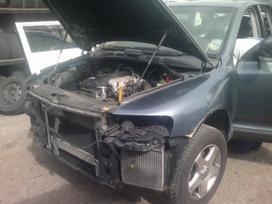 Volkswagen Touareg dalimis. Detalių