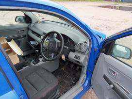 Mazda 2. Mazda 2 kebulo dalys  paprasti ir