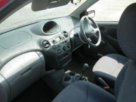 Toyota Yaris dalimis. Galimas detalių