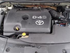 Toyota Avensis. Dalimis