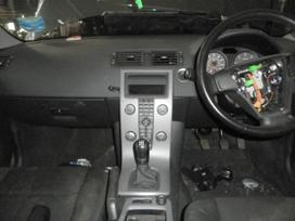 Volvo S40. Dalimis