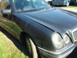 Mercedes-benz E klasė dalimis. Superkame