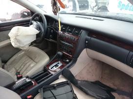 Audi A8 dalimis. Quatro iš prancūzijos.