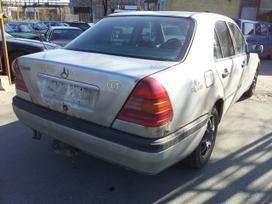 Mercedes-benz C220 dalimis. Turime ir daugiau