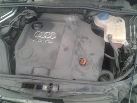 Audi A4. Odinis salonas, triju stipinu vairas