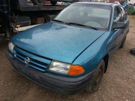 Opel Astra dalimis. Yra ir benzininių ir