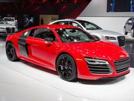 Audi R8. ! naujos originalios dalys !