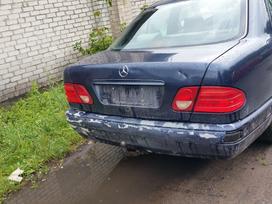 Mercedes-benz E230. Dalimis superkame
