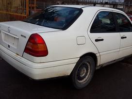 Mercedes-benz C200 dalimis. Turime ir daugiau