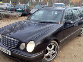 Mercedes-benz E320 dalimis. Galimas detalių