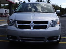 Chrysler Town &amp Country dalimis. Town