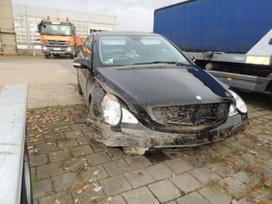 Mercedes-benz R500 dalimis. Automobilis is
