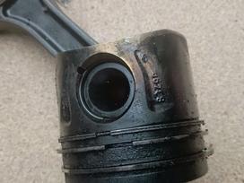 Mercedes-benz C klasė variklio detalės