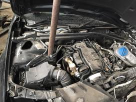 Audi A4. Variklio raides caha pavarų dėžės lrv