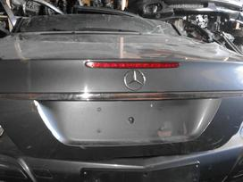 Mercedes-benz E300 dalimis. Yra visas priekis