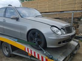 Mercedes-benz E500. Harman kardon aparatura