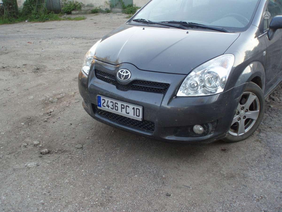 Toyota Corolla Verso dalimis. Navi
