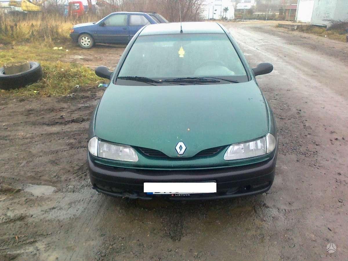 Renault Laguna dalimis. Superkame defektuotus automobilius
