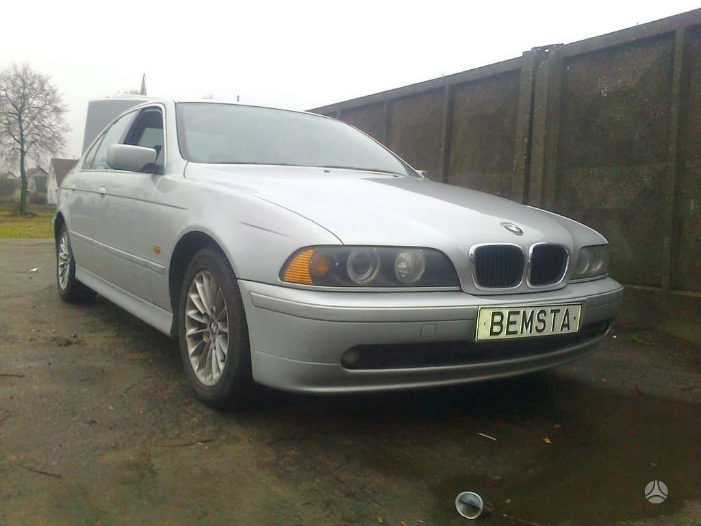 BMW 5 serija. Būtent šis automobilis dalimis....bmw 530d
