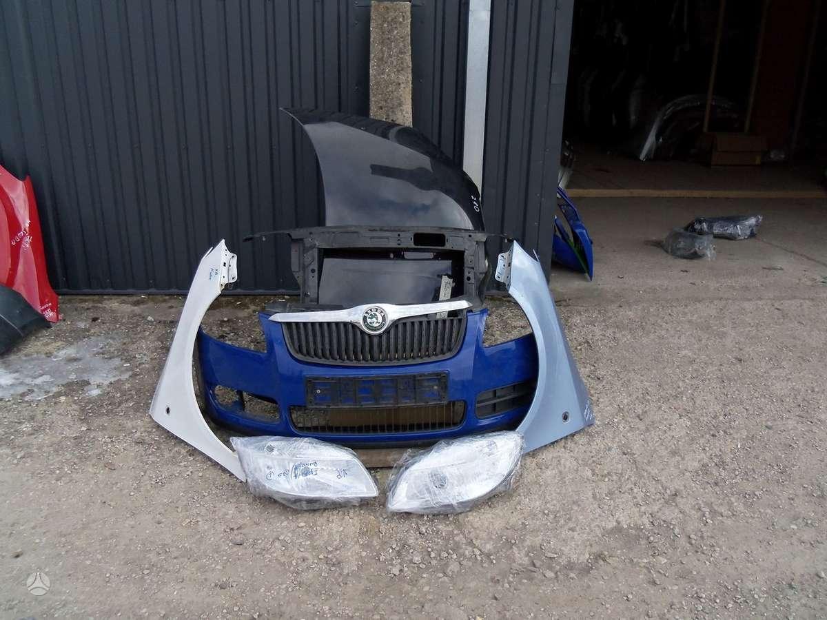 Skoda Fabia. Skoda fabia automobiliu dalis  paprasti ir xsenon