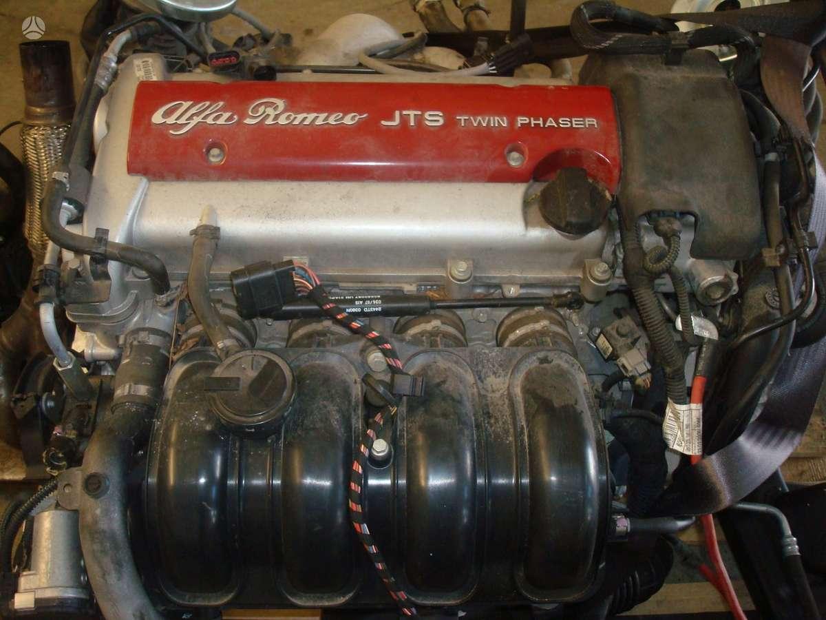 Alfa Romeo 159 dalimis