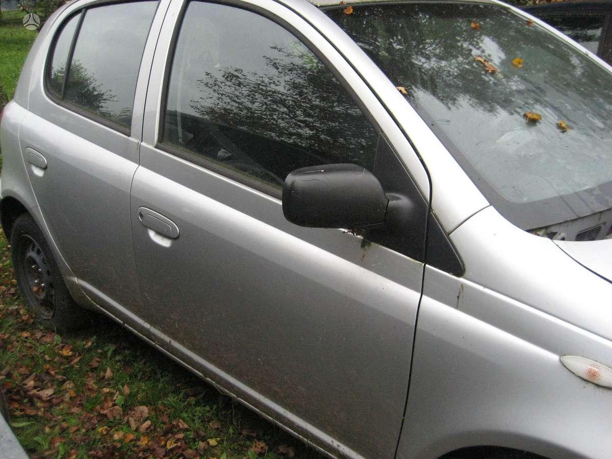 Toyota Yaris. Automobilis iš vokietijos ,yra ir 3 durų ,yaris