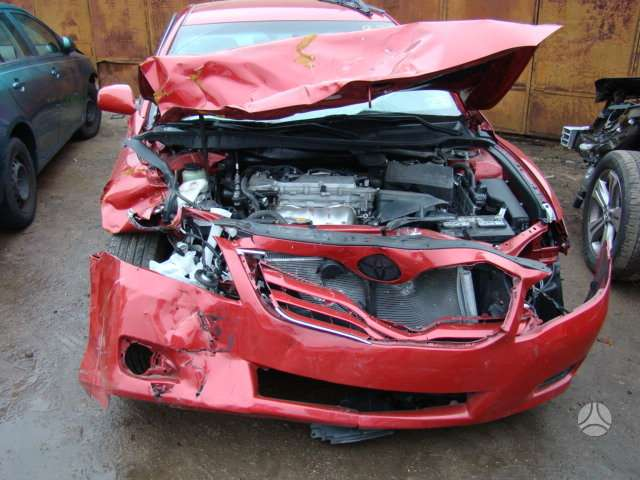 Toyota Camry. Visa dalimis
