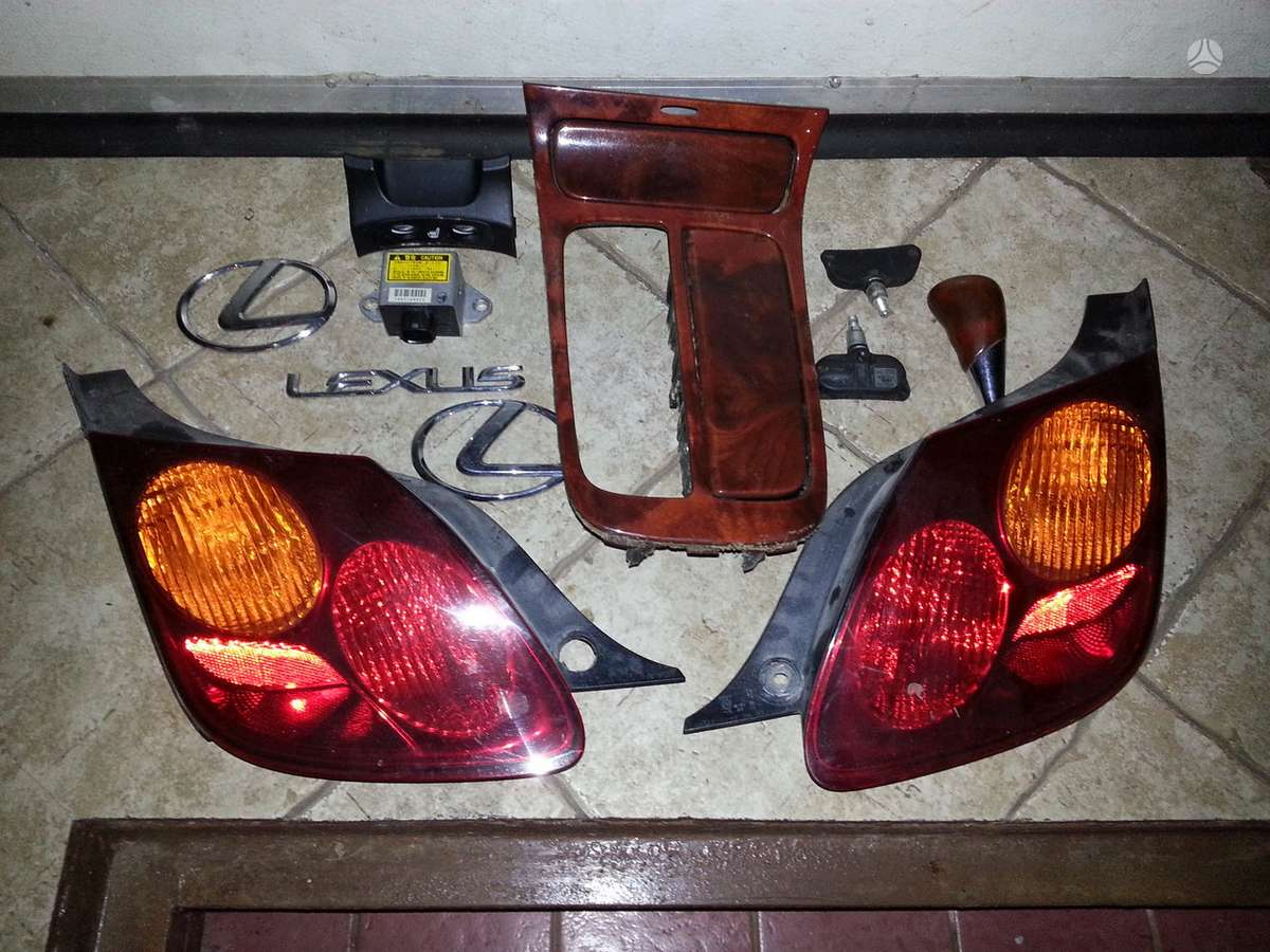 Lexus SC 430. Parduodu pakaba priekine ir galine ,zibintas likes