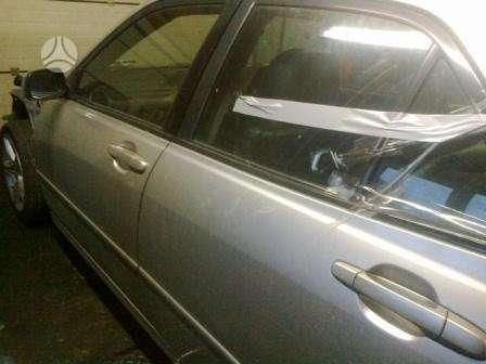 Lexus IS 200. Masina dalimis