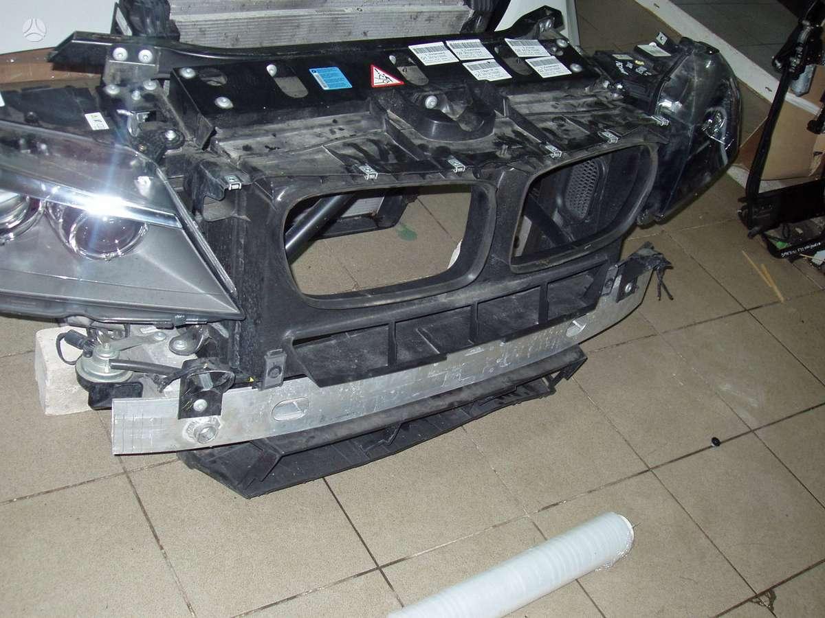 BMW X3. Automobilis dalimis
