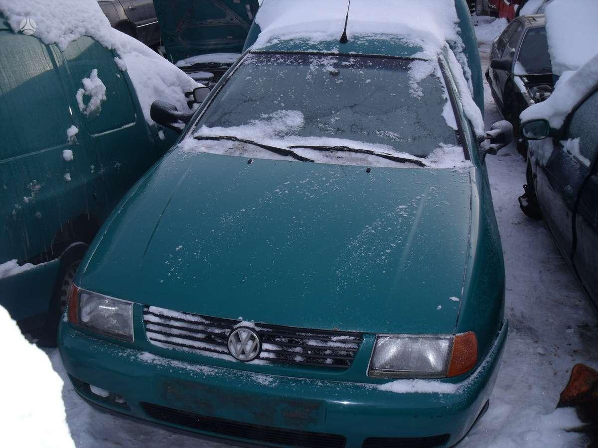 Volkswagen Caddy. Yra apie 10 vnt ardomų caddy automobilių