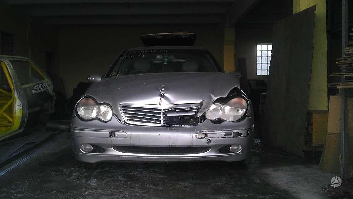 Mercedes-Benz C270 dalimis. Turime daugiau ardomų automobilių.