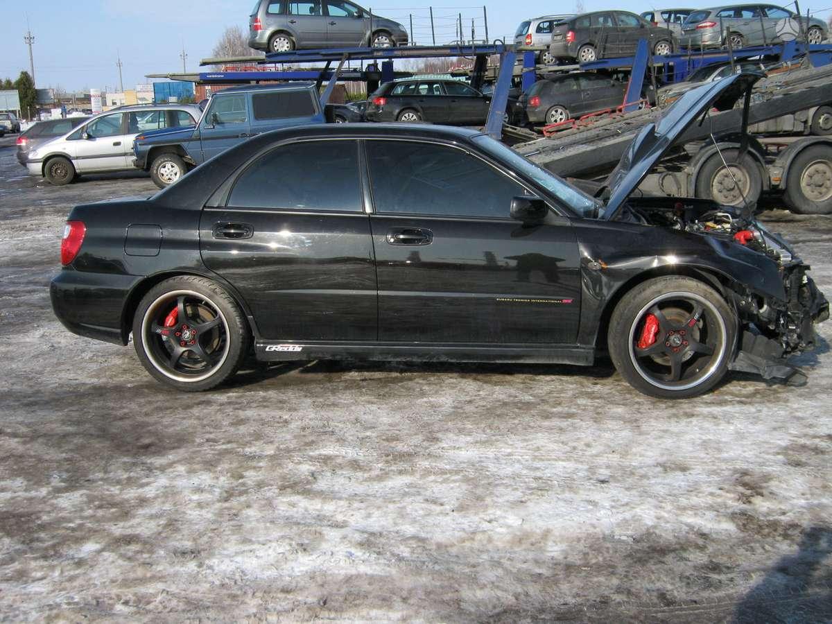 Subaru Impreza  WRX dalimis. Masina is prancuzijos.dauztas