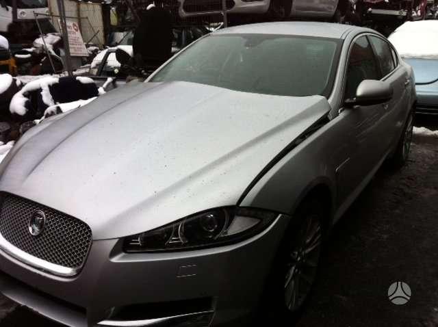 Jaguar XF. Vairas dešinėje  darbo laikas: i-v 9:00-17:00