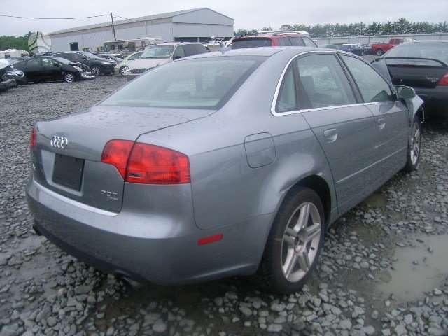 Audi A4. Auto dalimis. yra daug smulkmenu...