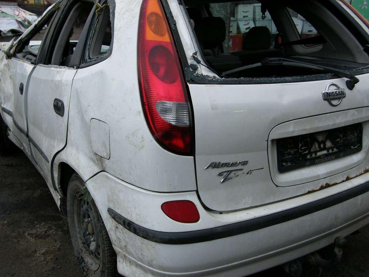 Nissan Almera Tino. Dalimis