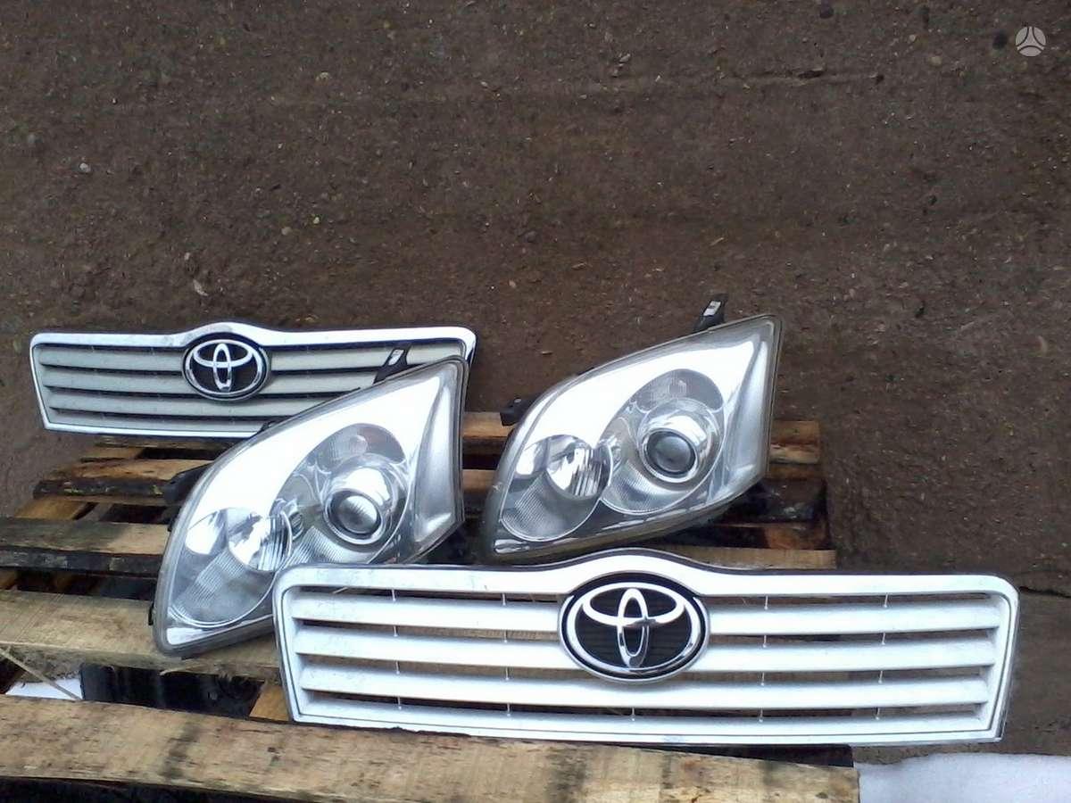 Toyota Avensis. Priekiniai žibintai xenon ir paprasti, vandens,
