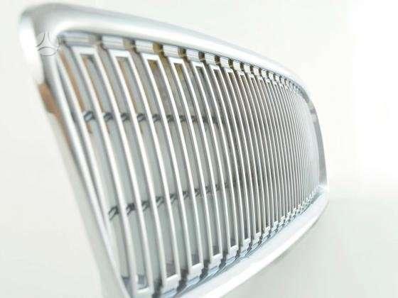 Volvo V50. Tuning dalys. priekines groteles- juodos ;chrom - 2