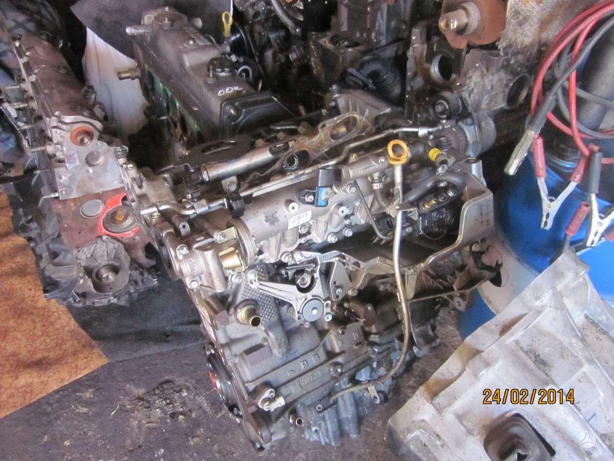 Alfa Romeo 147. Tik variklio skyrius yra variklis ir dalimis,