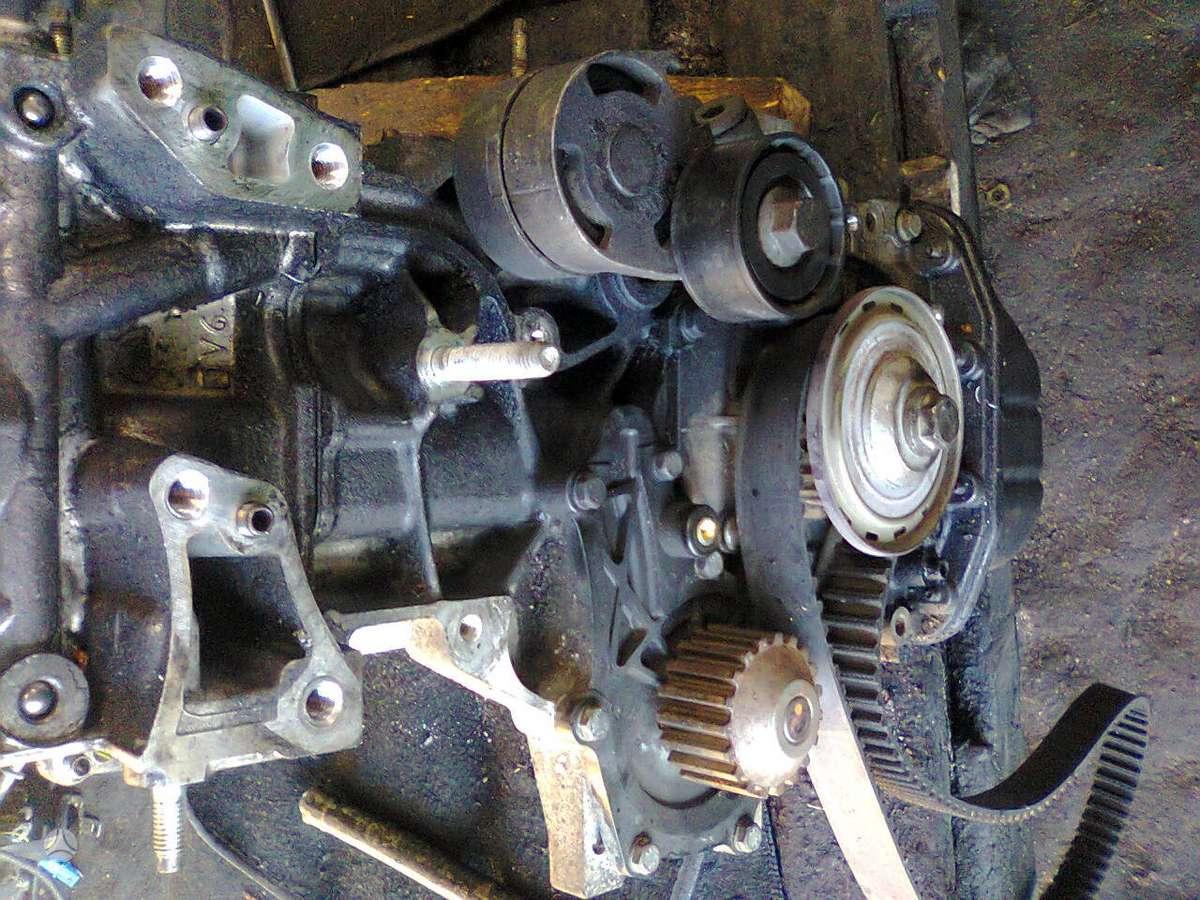 Peugeot 307. Tai kas nuotraukose ,, variklis dalimis