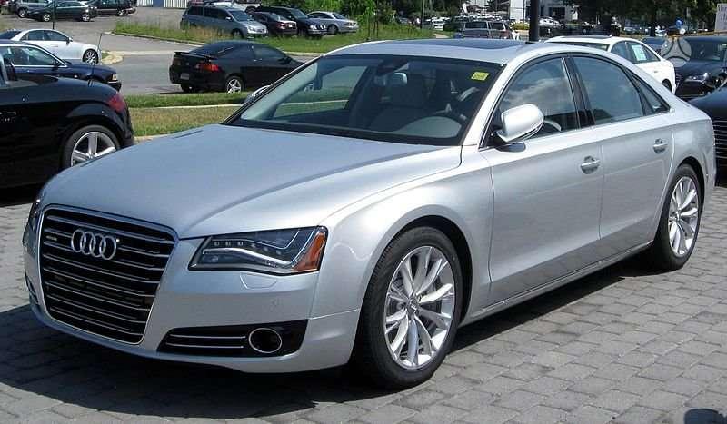 Audi A8. Visas auto dalimis