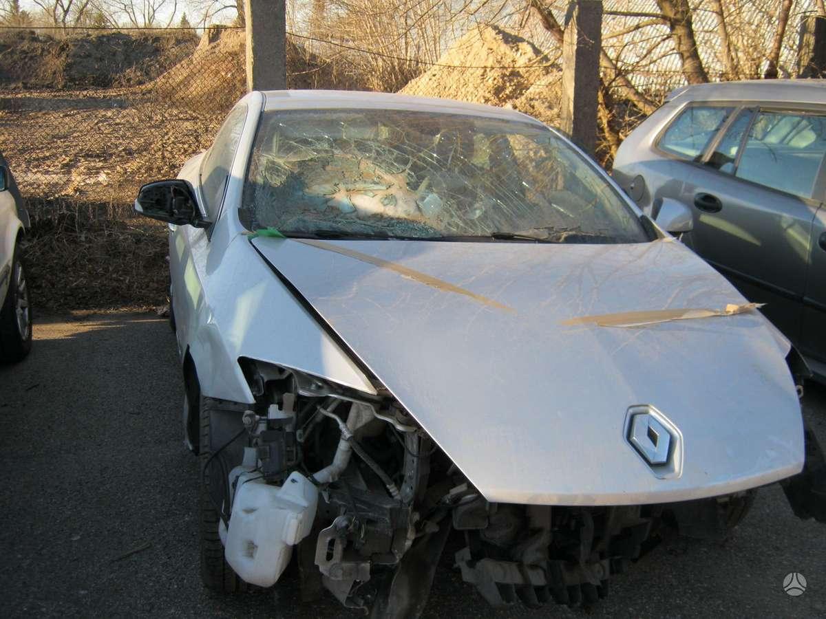 Renault Laguna dalimis. dauztas  priekis.masina is  prancuzijos.