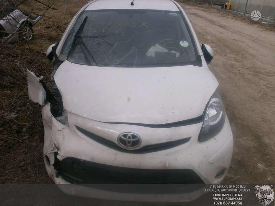 Toyota Aygo dalimis. Automobilis ardomas dalimis:  toyota aygo