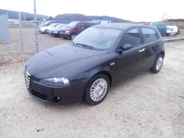 Alfa Romeo 147 dalimis