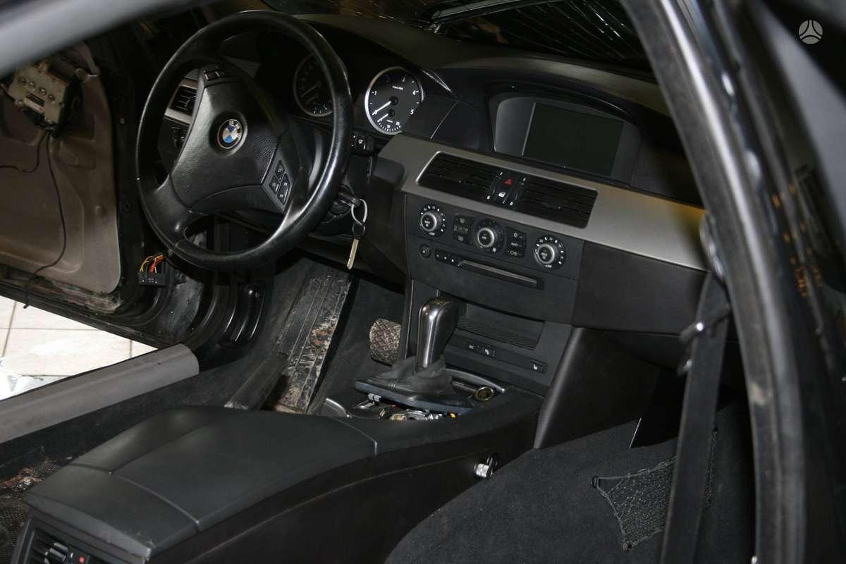 BMW 5 serija. Bmw e60 juodos spalvos vairo perkėlimo komplektas!