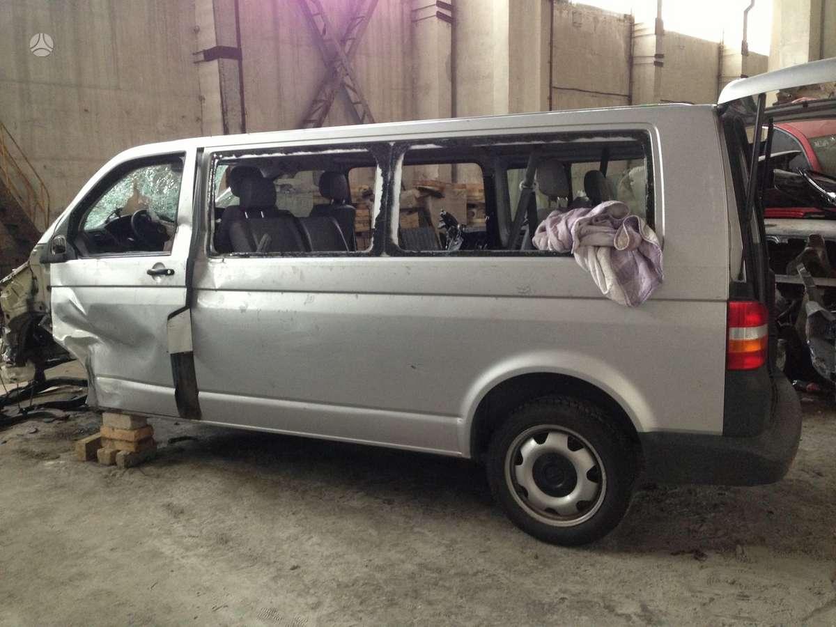 Volkswagen Caravelle. Ilga baze, 7 sedimos vietos.