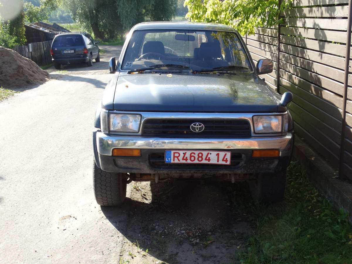 Toyota Hilux. Yra visas automobilis