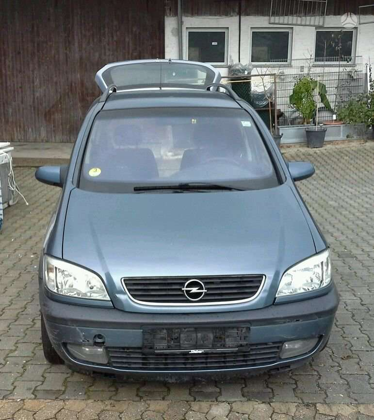 Opel Zafira dalimis. Yra ir 2,2l benzinas.